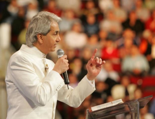 Benny Hinn admite su error con la teología de la prosperidad