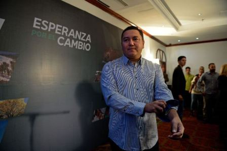 """""""Soy la luz en las tinieblas"""", dice pastor que desea sustituir a Maduro como presidente"""