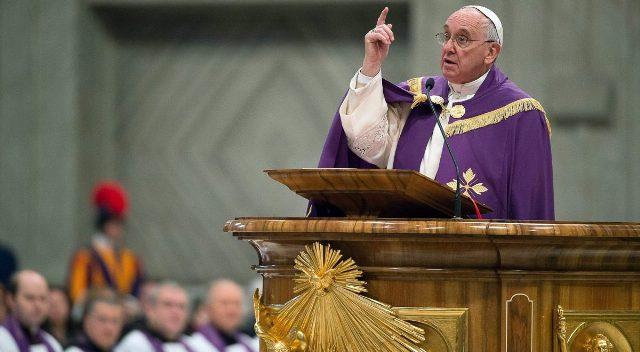 Postura Papa Francisco colabora para aceptación de gays en iglesias brasileñas