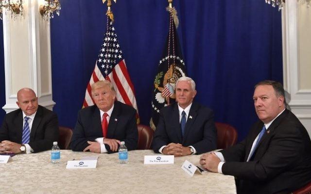 """Trump nombra a """"evangélico de línea dura"""" como nuevo Secretario de Estado"""