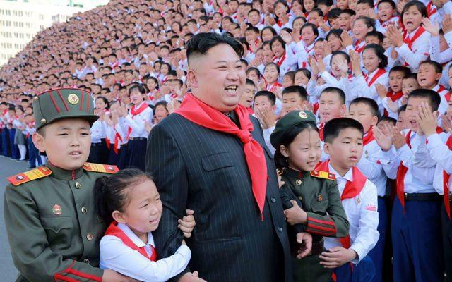 """Escuelas norcoreanas enseñan que """"el cristianismo es el mal y la cruz es el diablo"""""""