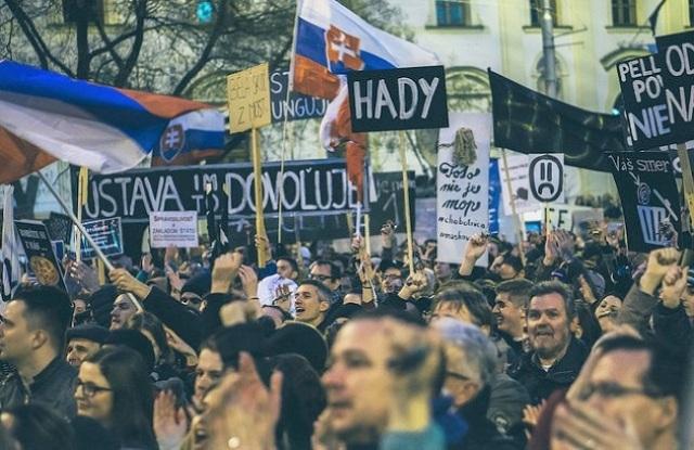 Cristianos protestan por un país decente en Eslovaquia