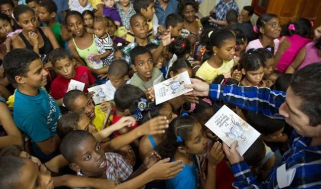 """Misionero: """"Muchos dividen una Biblia entre seis personas en Cuba"""""""