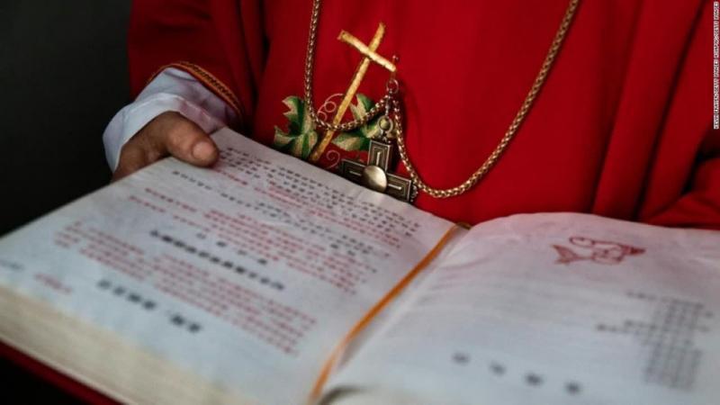 Partido Comunista de China quiere hacer nueva versión de la Biblia