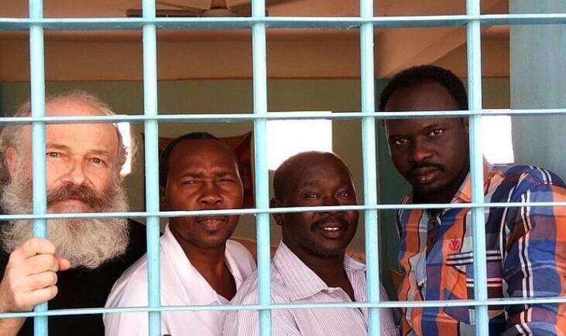 Misionero preso predica el Evangelio y criminales se convierten