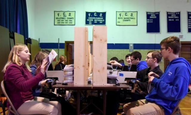 Estudiantes producen biblias en su escuela y envían más de 25 mil ejemplares