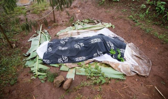 Soldados matan traductor de la Biblia y nuevos ejemplares sufren barreras en África