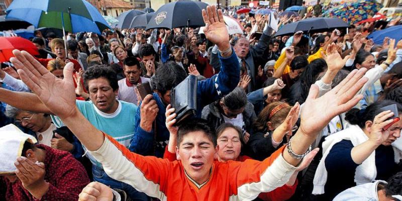 Evangélicos crecen en Latinoamérica mientras Papa Francisco intenta frenarlo
