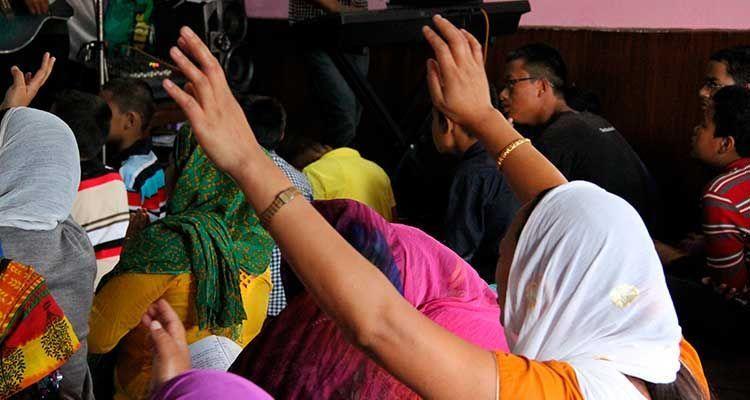 Ley que convierte conversión religiosa en crimen entrará en vigor en Nepal