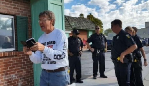 Cristiano arrestado por leer la Biblia frente a clínica de aborto