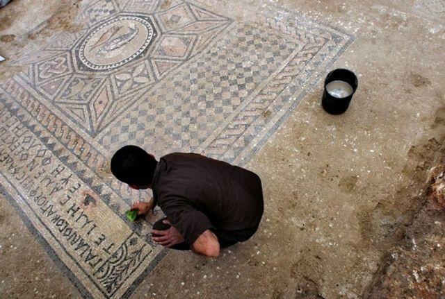Arqueólogos encuentran ruinas de iglesia en Armagedón