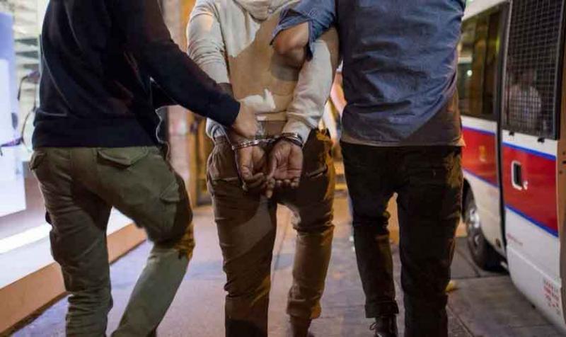 Policía encubierta ataca culto para encarcelar cristianos