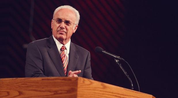 """John MacArthur: """"Algunos evangélicos complacen la cultura"""""""
