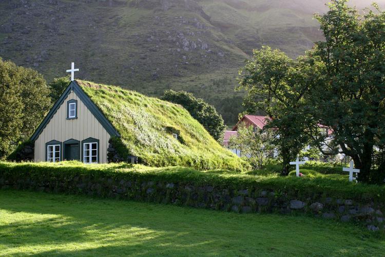 Islandia prohíbe que se enseñe religión a menores de 21 años