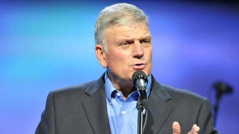 Musulmanes piden que le prohíban predicar a Franklin Graham