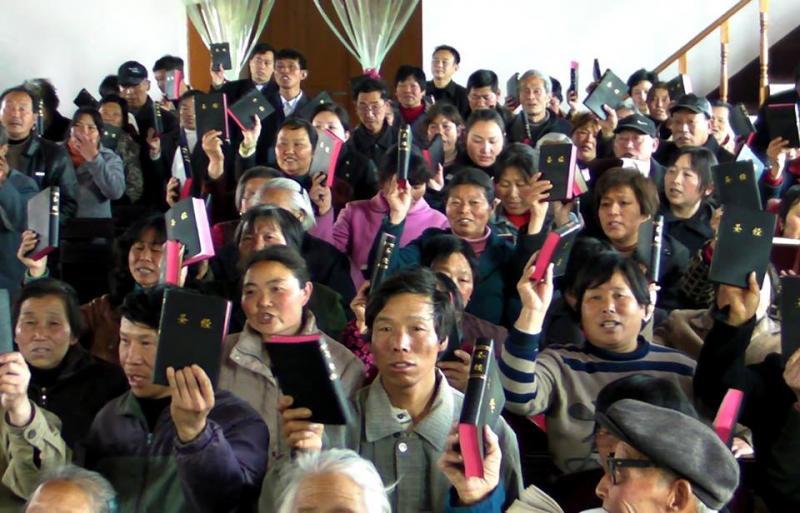 Chinos predican en las calles tras ser cerrada su iglesia