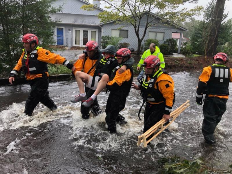 Tras paso de huracán Florence iglesias ayudan a víctimas
