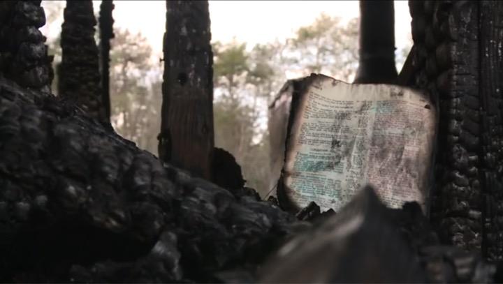 Incendio quema toda una casa, excepto esto