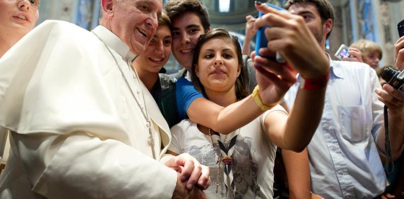 "Papa Francisco insta a usar ""Pokemon Go"" católico"