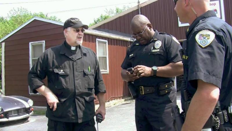 Grupo de ateos intentan impedir que policías oren