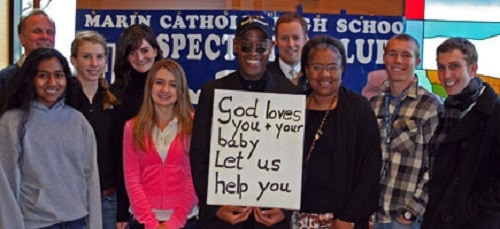 """Pastor arrestado por cartel: """"Dios te ama y a tu bebé"""""""