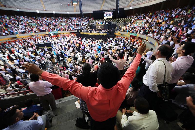 Más de 240 mil se unieron en Colombia para adorar al Dios Altísimo