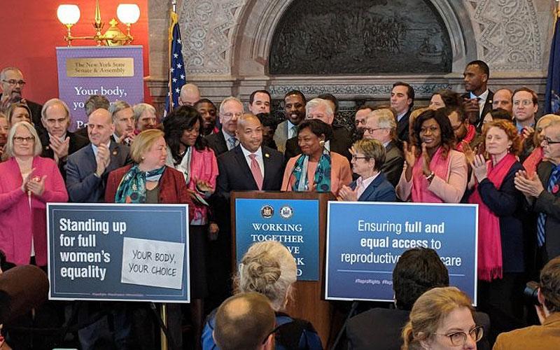 Aprueban ley de aborto en Nueva York