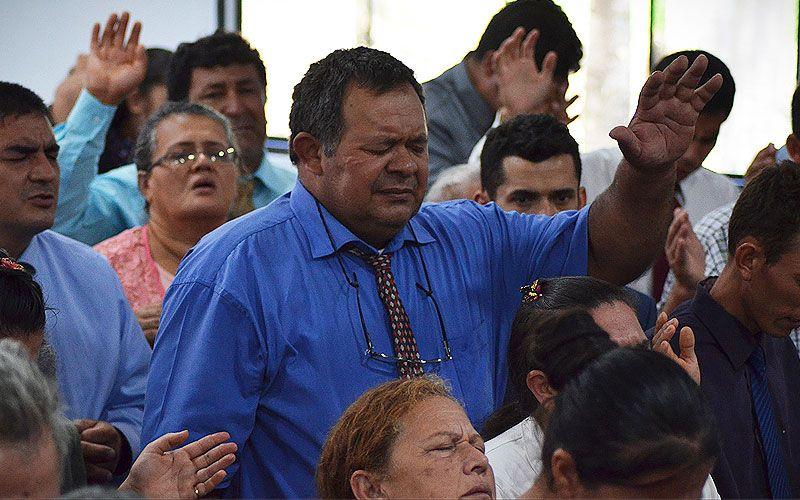 Decenas de Paraguayos aceptan a Cristo como su único Señor y Salvador