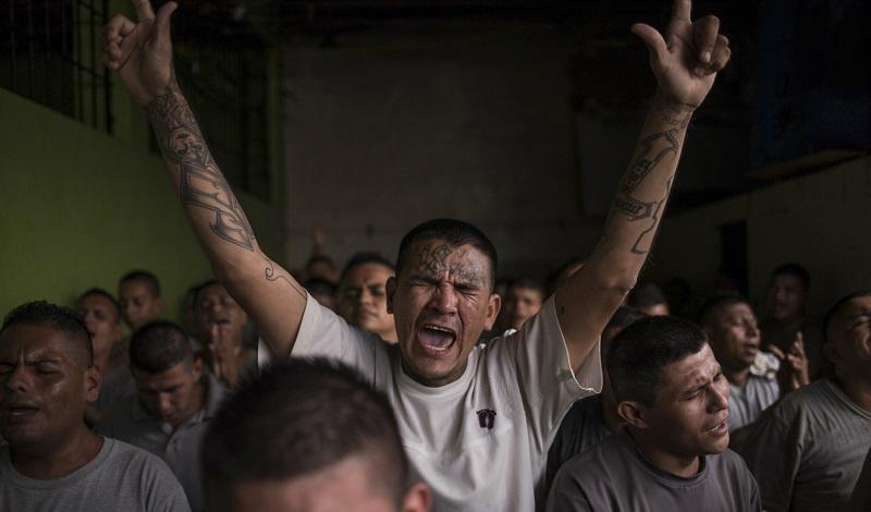 1.600 miembros de pandillas rivales se convierten a Jesús en prisión