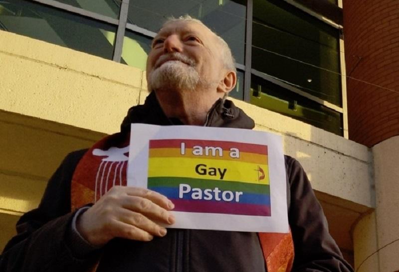 Pastor gay dice que casará homosexuales a pesar que Iglesia Metodista no lo aprueba